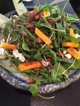 Salad with mango and sumac